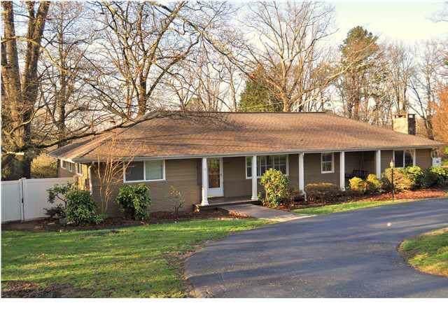 502 Brady Point Rd, Signal Mountain, TN 37377 (MLS #1311942) :: Chattanooga Property Shop