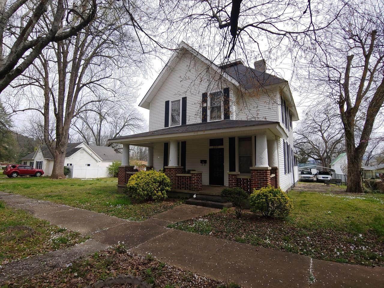 207 Magnolia Ave - Photo 1