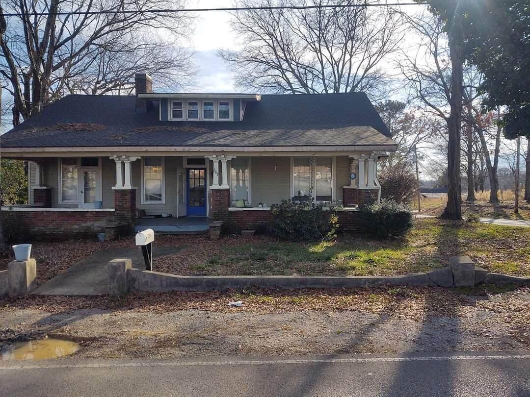 207 Culberson Ave - Photo 1