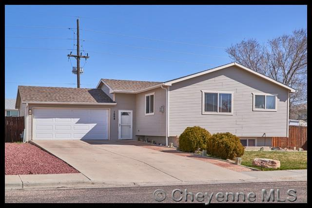 1008 Arcadian Dr, Cheyenne, WY 82007 (MLS #71275) :: RE/MAX Capitol Properties