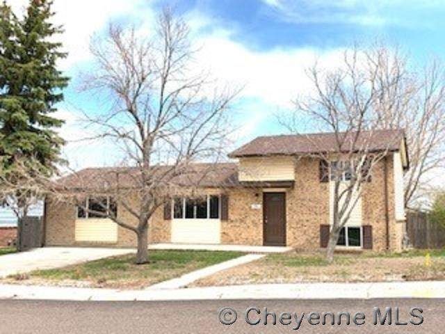 741 Cottonwood Dr, Cheyenne, WY 82001 (MLS #82154) :: RE/MAX Capitol Properties