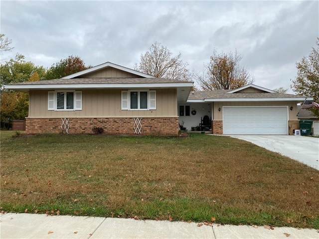 906 Oakcrest Drive, Charleston, IL 61920 (MLS #6206443) :: Ryan Dallas Real Estate