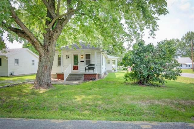 721 Taylorville Boulevard, Taylorville, IL 62568 (MLS #6214841) :: Main Place Real Estate