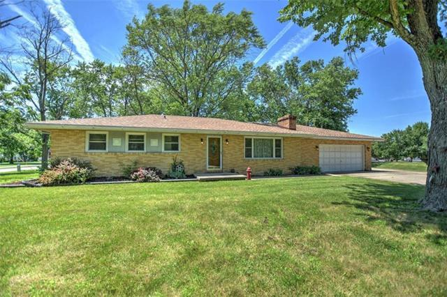 1005 Douglas, Mt. Zion, IL 62549 (MLS #6193956) :: Main Place Real Estate