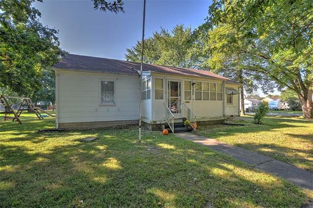 308 E Wall Street, Moweaqua, IL 62550 (MLS #6215745) :: Main Place Real Estate