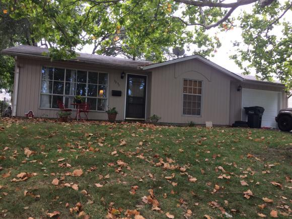 3235 E Dove Dr, Decatur, IL 62526 (MLS #6184216) :: Main Place Real Estate