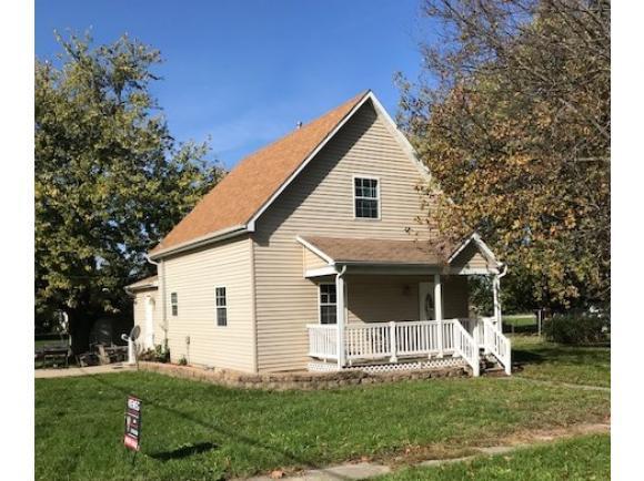 221 S Jackson St, Blue Mound, IL 62513 (MLS #6190076) :: Main Place Real Estate