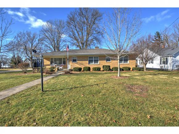317 College St, Blue Mound, IL 62513 (MLS #6190178) :: Main Place Real Estate
