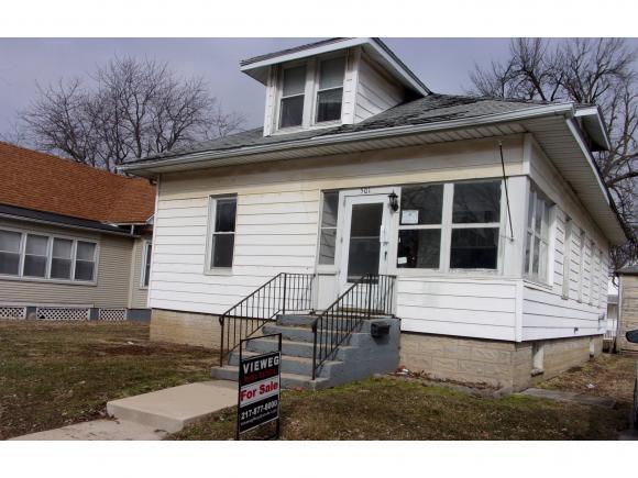 501 W Jefferson St, Clinton, IL 61727 (MLS #6190559) :: Main Place Real Estate