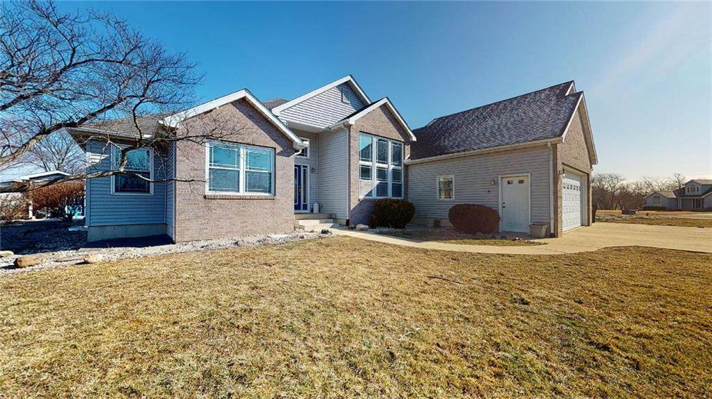 8760 Country Side Drive - Photo 1