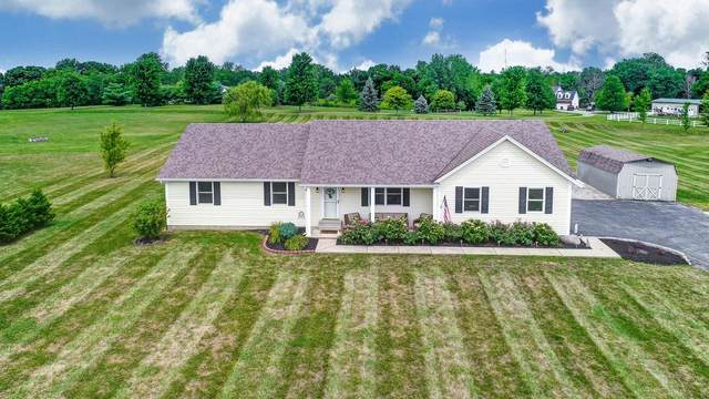 207 Oakland Meadows Boulevard, Chester Twp, OH 45177 (#1671468) :: The Chabris Group