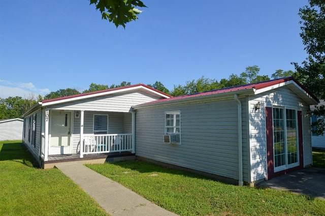107 Maple Run Drive, Hillsboro, OH 45133 (#1676762) :: The Chabris Group