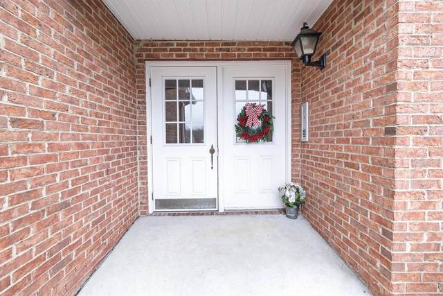 6191 Eagles Lake Court, Green Twp, OH 45248 (#1686806) :: The Chabris Group