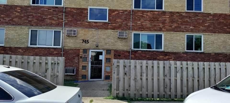 745 Oak Street - Photo 1
