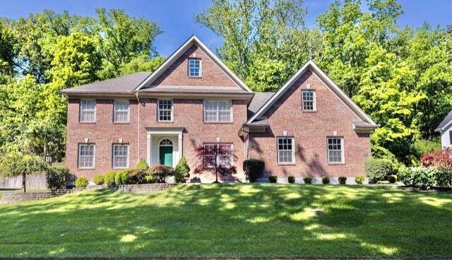 9527 E Kemper Road, Symmes Twp, OH 45140 (#1665617) :: The Chabris Group