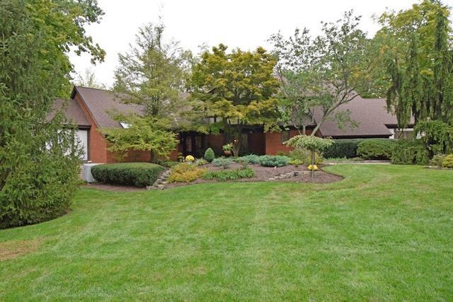 10 Hollow Oak Court, Blue Ash, OH 45241 (#1610923) :: Chase & Pamela of Coldwell Banker West Shell
