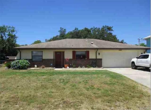 3868 N Eagle Point, Crystal River, FL 34428 (MLS #802602) :: Pristine Properties