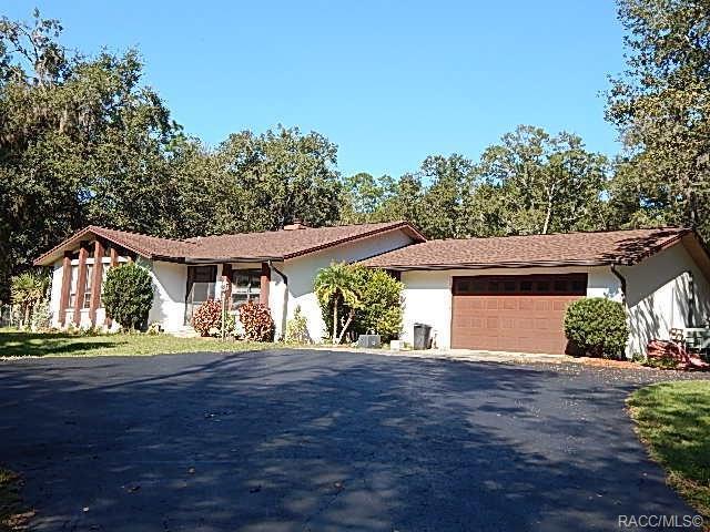 2735 W Live Oak Street, Lecanto, FL 34461 (MLS #778644) :: Plantation Realty Inc.