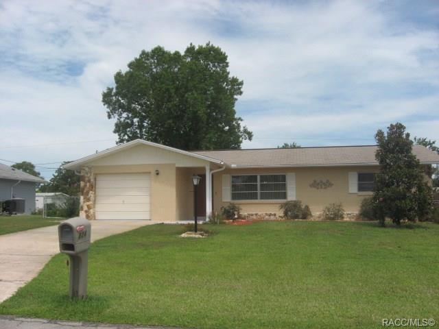324 S Tyler Street, Beverly Hills, FL 34465 (MLS #783677) :: Pristine Properties