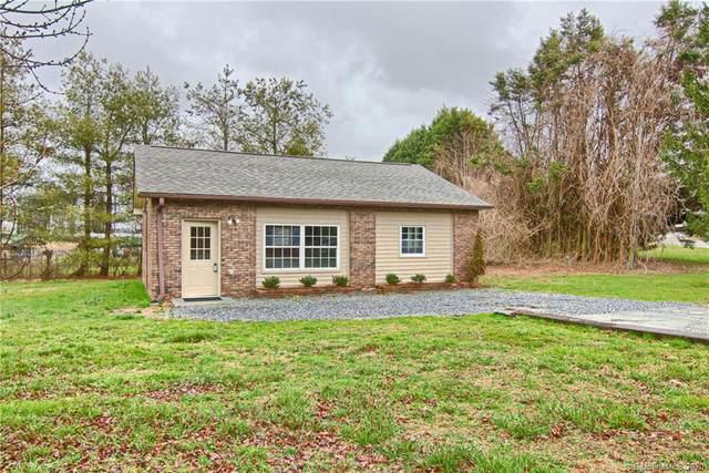 1085 Howard Gap Loop Road, Flat Rock, NC 28731 (#3591591) :: BluAxis Realty