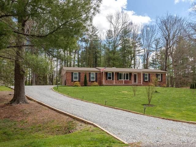 8 Oakshire Lane, Hendersonville, NC 28739 (#3606767) :: Rinehart Realty