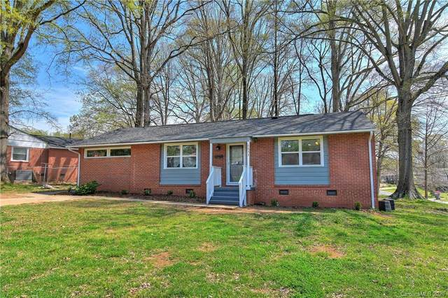 3033 Bellaire Drive, Charlotte, NC 28216 (#3608032) :: Mossy Oak Properties Land and Luxury