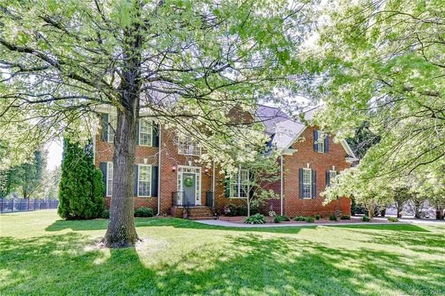 8205 Glamorgan Lane, Matthews, NC 28104 (#3612776) :: MartinGroup Properties