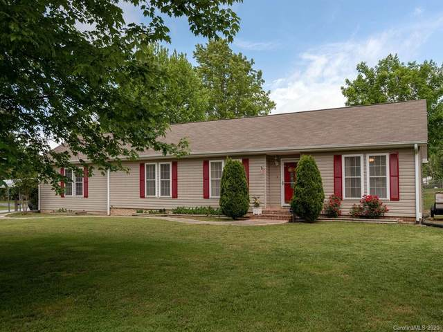 6 Countryside Drive, Hendersonville, NC 28792 (#3619275) :: Scarlett Property Group