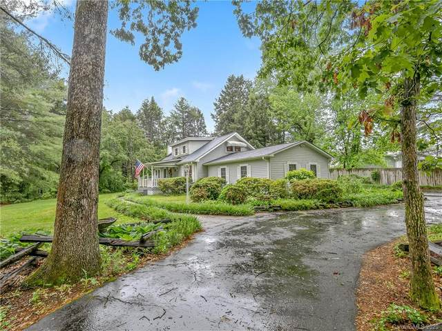 5 Sugarloaf Lane, Hendersonville, NC 28792 (#3622639) :: MartinGroup Properties