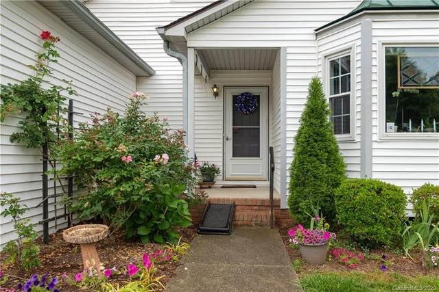 223 Hampton Court, Hendersonville, NC 28791 (#3627037) :: Puma & Associates Realty Inc.
