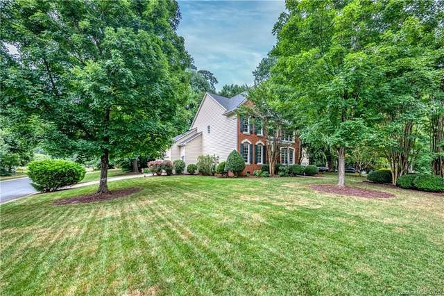 5901 Singing Hills Court, Charlotte, NC 28269 (#3633958) :: Carlyle Properties