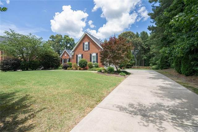 5033 Biltmore Forest Drive, Matthews, NC 28105 (#3634527) :: Robert Greene Real Estate, Inc.
