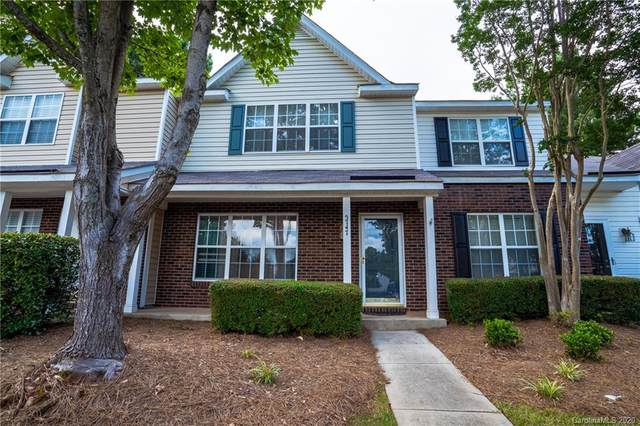 5747 Cougar Lane, Charlotte, NC 28269 (#3637024) :: High Performance Real Estate Advisors
