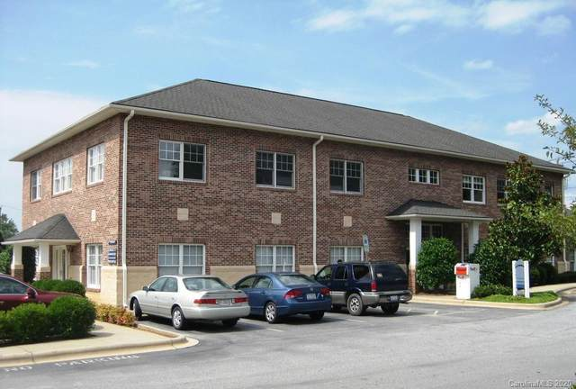 100 Chadwick Square Court B, Hendersonville, NC 28792 (#3637459) :: Miller Realty Group