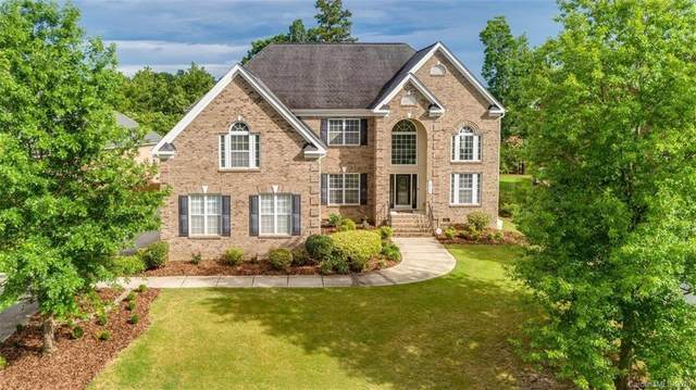 16752 Crosshaven Drive, Charlotte, NC 28278 (#3638689) :: Carlyle Properties