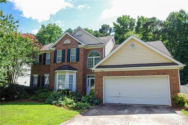 6827 Sweetfield Drive, Huntersville, NC 28078 (#3639066) :: Scarlett Property Group