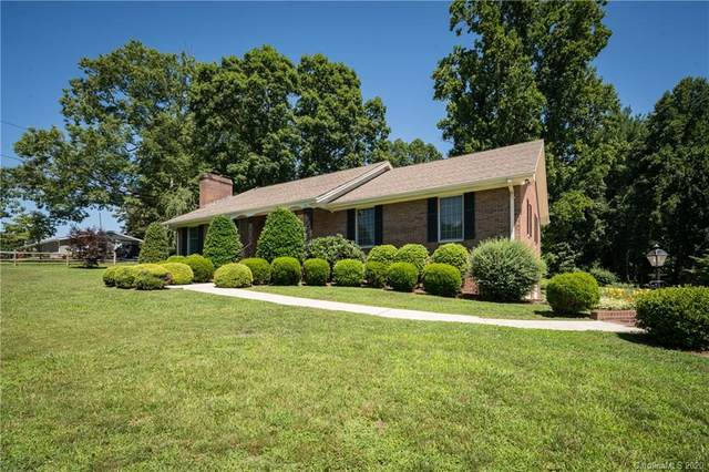 271 Whispering Hills Drive, Hendersonville, NC 28792 (#3639675) :: Keller Williams Professionals