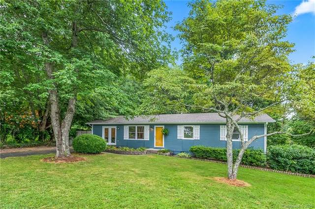 4 East Hill Drive, Hendersonville, NC 28792 (#3640382) :: Stephen Cooley Real Estate Group