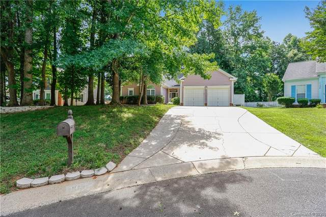 11010 Red Snow Court, Charlotte, NC 28215 (#3643505) :: BluAxis Realty