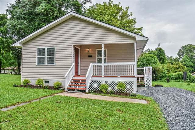 821 7th Avenue, Hendersonville, NC 28791 (#3647638) :: Carlyle Properties