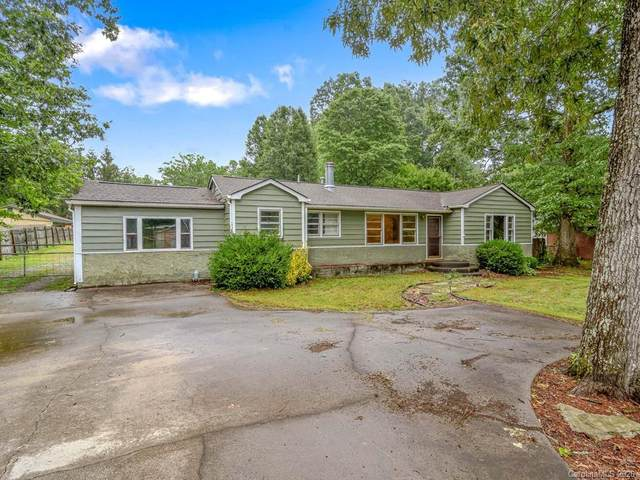 209 Thornbird Drive, Hendersonville, NC 28792 (#3648101) :: LePage Johnson Realty Group, LLC