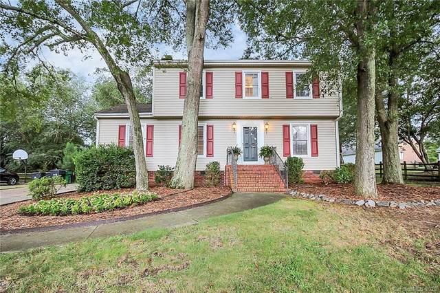 12119 Painted Tree Road, Charlotte, NC 28226 (#3650330) :: Johnson Property Group - Keller Williams