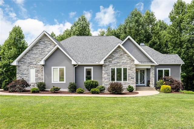 377 Pinnacle Peak Lane, Flat Rock, NC 28731 (#3651170) :: BluAxis Realty