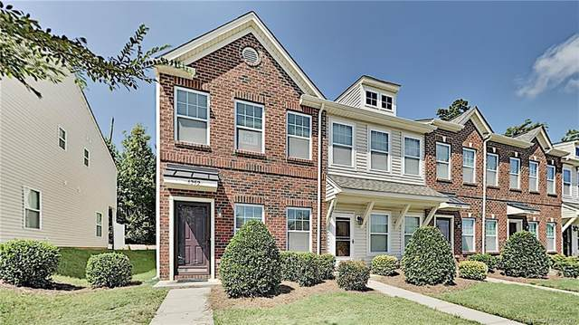 4252 Sutwick Drive, Charlotte, NC 28269 (#3659394) :: Johnson Property Group - Keller Williams