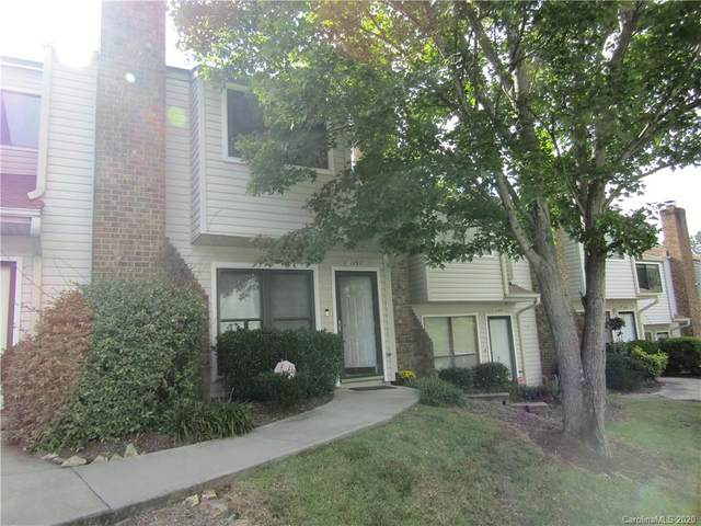 10977 Carmel Crossing Road, Charlotte, NC 28226 (#3666471) :: Homes Charlotte