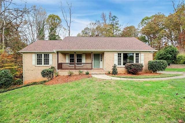 2727 Whiffletree Road, Charlotte, NC 28210 (#3667601) :: Miller Realty Group