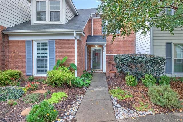 9235 N Vicksburg Court N, Charlotte, NC 28210 (#3667683) :: Homes Charlotte