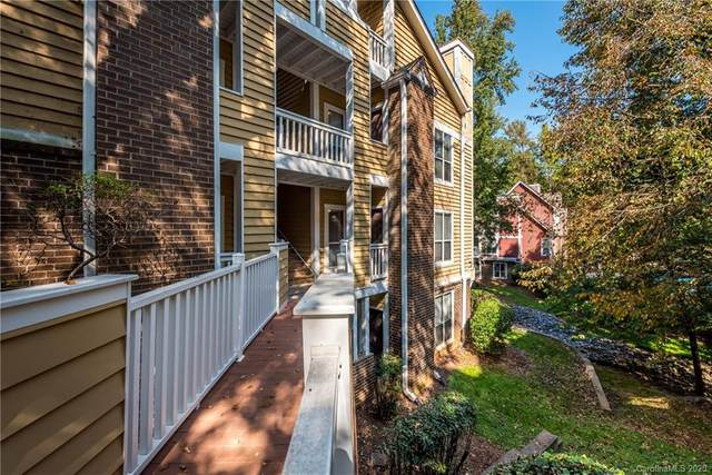 2516 Cranbrook Lane #9, Charlotte, NC 28207 (#3669955) :: Willow Oak, REALTORS®