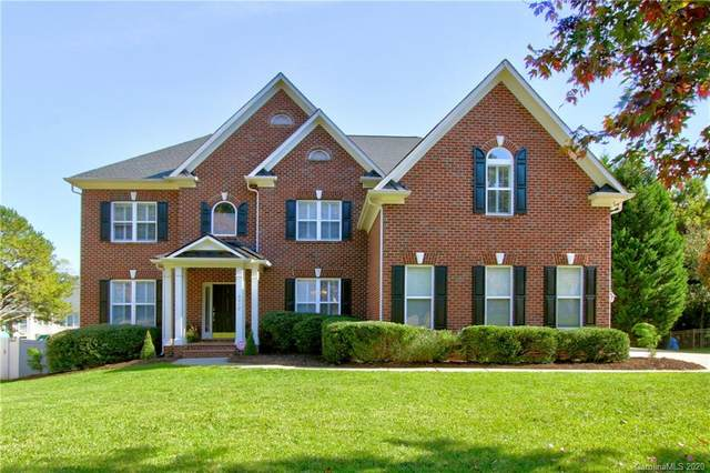 6412 Riverside Oaks Drive, Huntersville, NC 28078 (#3675266) :: Scarlett Property Group