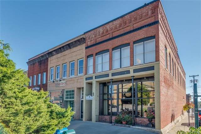 104 N Main Street, Hendersonville, NC 28792 (#3675928) :: The Downey Properties Team at NextHome Paramount